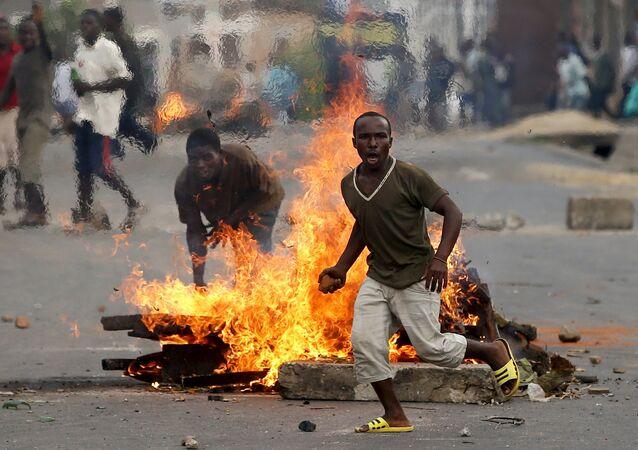 Protestataires au Burundi
