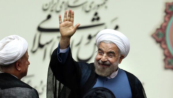 Iran's new President Hasan Rouhani, waves after swearing in at the parliament, in Tehran, Iran - Sputnik France