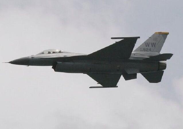 Chasseur américain F-16