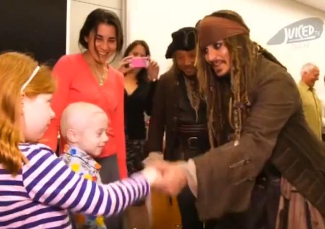Johnny Depp: l'acteur rend visite à des enfants malades en Jack Sparrow