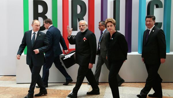From left in front row: Russian President Vladimir Putin, Indian Prime Minister Narendra Modi, Brazilian President Dilma Rousseff, Chinese President Xi Jinping walk for a plenary session during the summit in Ufa, Russia, Thursday, July 9, 2015 - Sputnik France