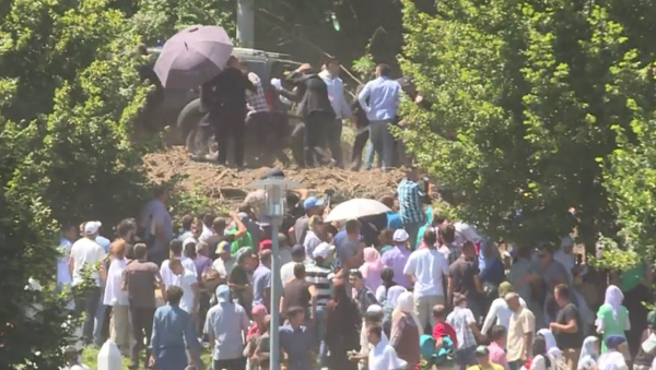Srebrenica: le Premier ministre serbe hué et contraint de partir - Sputnik France
