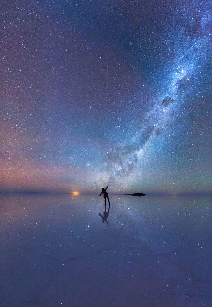 Le ciel étoilé au-dessus du désert de sel Salar d'Uyuni, Bolivie