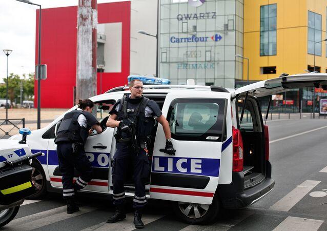 Les otages retenus dans un centre commercial de Paris libérés