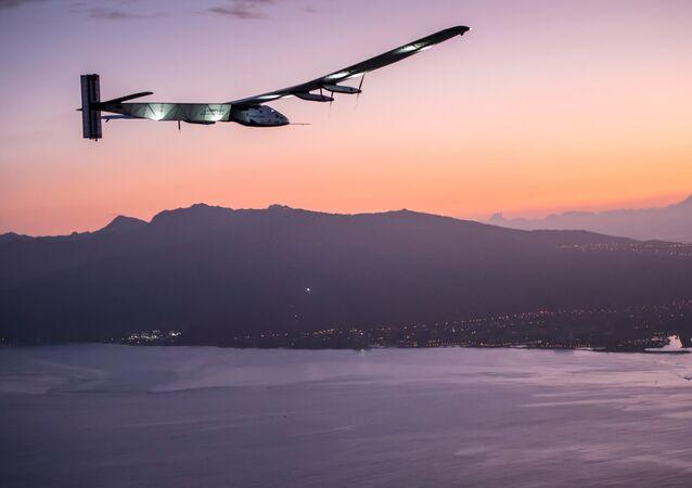 Solar Impulse 2 se pose à Kalaeloa (Hawaï)