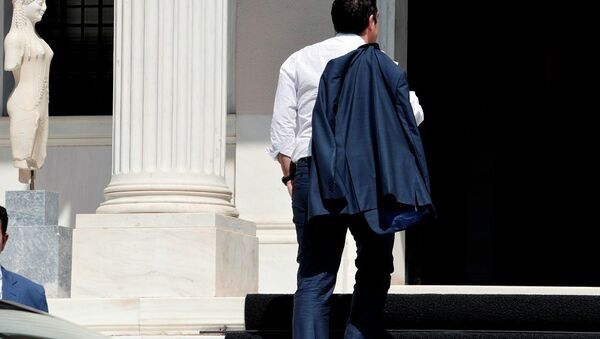 Greek Prime Minister Alexis Tsipras arrives at his office in Athens just after flying in from Brussels on July 13, 2015. - Sputnik France