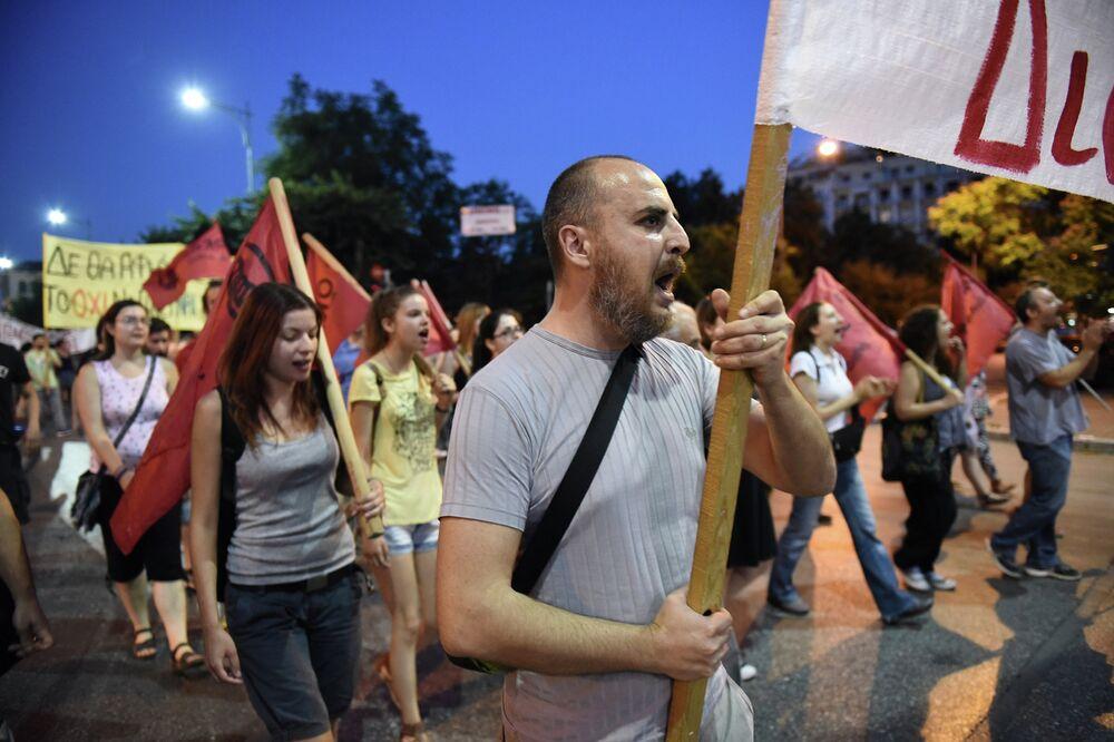 Violentes émeutes à Athènes