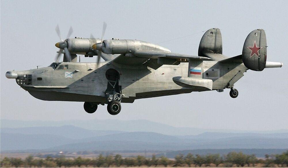 L'avion amphibie de lutte anti-sous-marine Be-12 Tchaïka