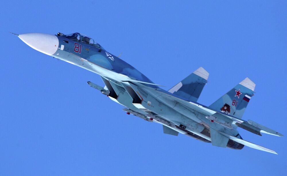 Chasseur embarqué de quatrième génération Sukhoi Su-33