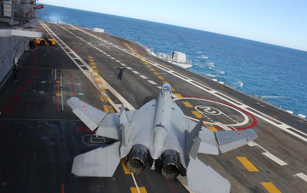 Chasseur multirôle embarqué de quatrième génération MiG-29KUB