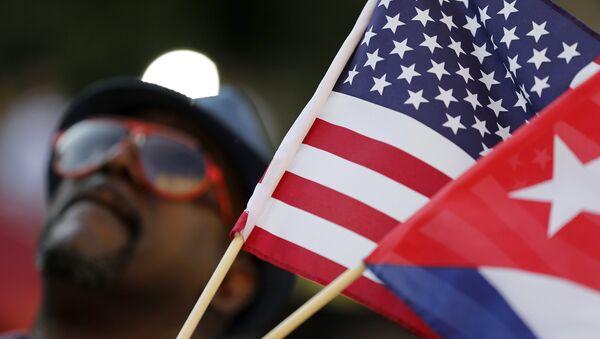 Drapeaux de Cuba et des USA - Sputnik France