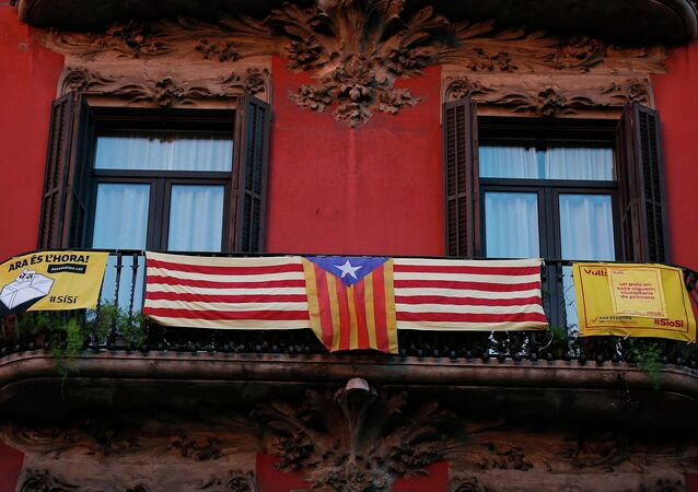 A pro-Catalan independence flag (C) known as the Estelada hangs from a balcony in central Barcelona as Catalonia participates in a symbolic independence vote November 9, 2014.