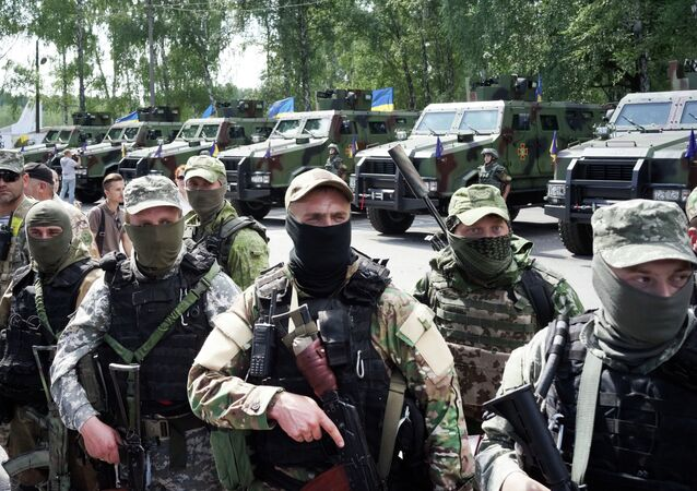 Soldats ukrainiens attendent le départ pour le Donbass où ils combattent contre les opposants au pouvoir en place à Kiev