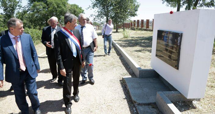 Visite de la délégation française à Sébastopol, le cimetière militaire français