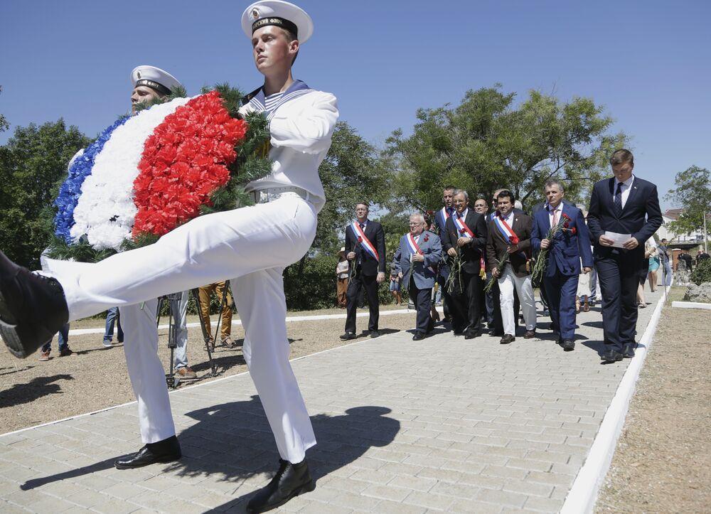 Les membres de la délégation française ont déposé une couronne au cimetière militaire français à Sébastopol