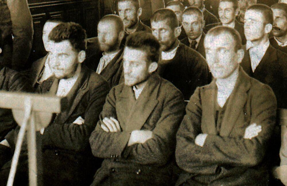 Les membres de l'organisation nationaliste serbe Jeune Bosnie. Au centre, Gavrilo Princip, le futur assassin de l'archiduc François-Ferdinand