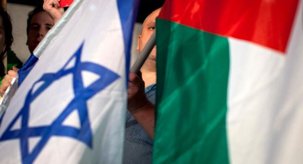 les drapeaux israélien et palestinien