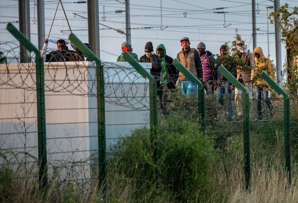 Des milliers de migrants envahissent le tunnel sous la Manche
