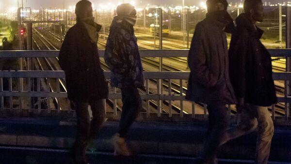 Des migrants à Calais - Sputnik France