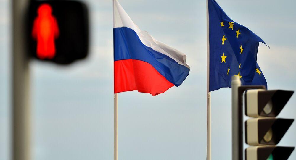 Drapeaux de la Russie et de l'UE