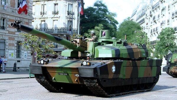 Le char français Leclerc lors d'un défilé militaire à Paris - Sputnik France