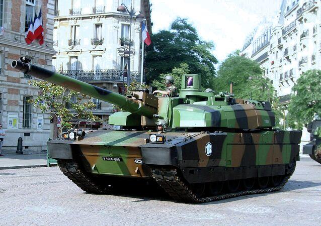 «Leclerc» на военном параде в честь дня взятия Бастилии в Париже (2006)