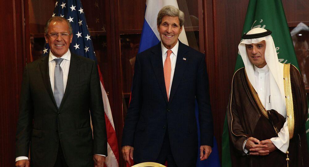 Le ministre russe des Affaires étrangères Sergueï Lavrov, le secrétaire d'Etat américain John Kerry et le ministre saoudien des Affaires étrangères Adel al-Jubeir