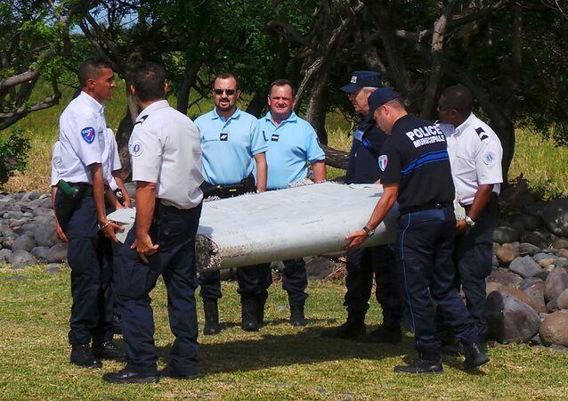 Débris d'avion découverts à La Réunion