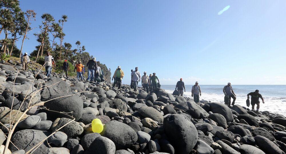 Les recherches des débris du vol MH370, Sainte-marie (La Réunion)