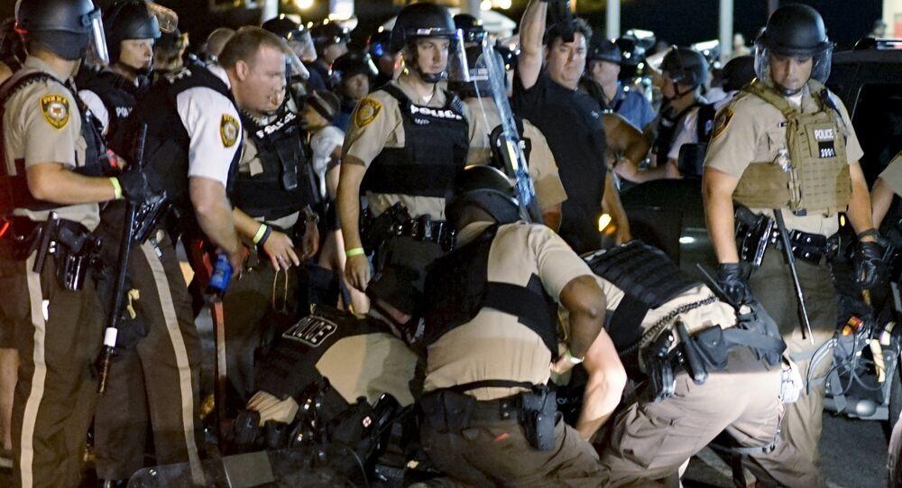 Ferguson: plus de 140 personnes interpellées