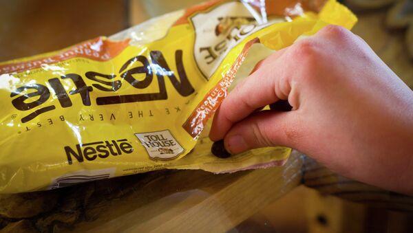 Snitching Nestle Chocolate Morsels - Sputnik France