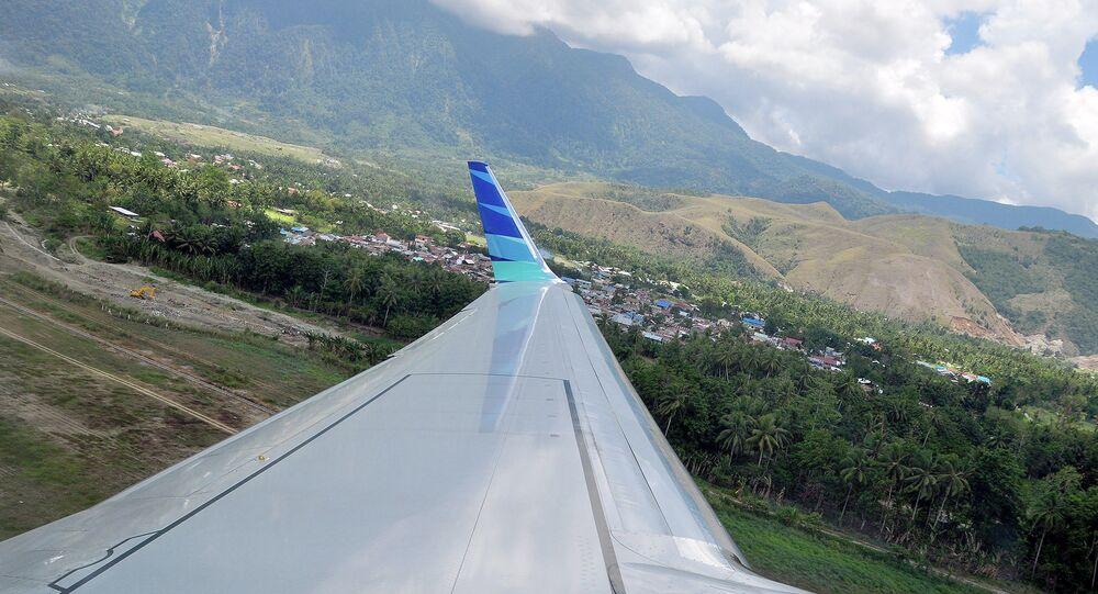 Indonésie: un avion avec 54 personnes à son bord percute une montagne