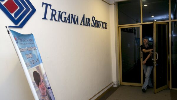 A man walks into the entrance of Trigana Air's office in Jakarta, Indonesia August 16, 2015 - Sputnik France