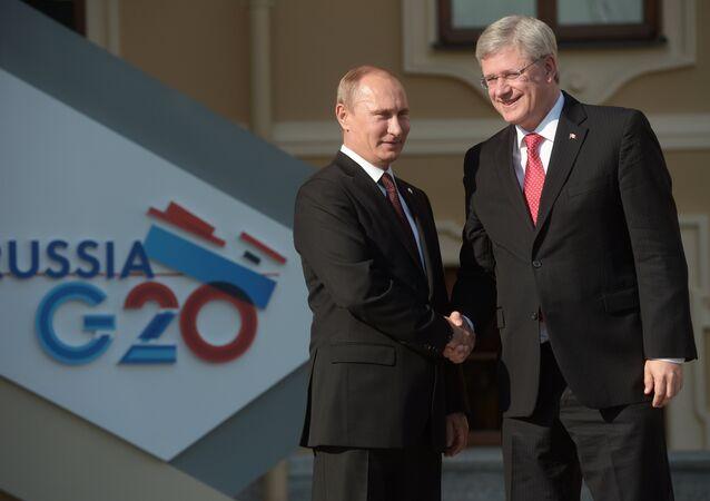 Le président russe Vladimir Poutine et le premier ministre canadien Stephen Harper