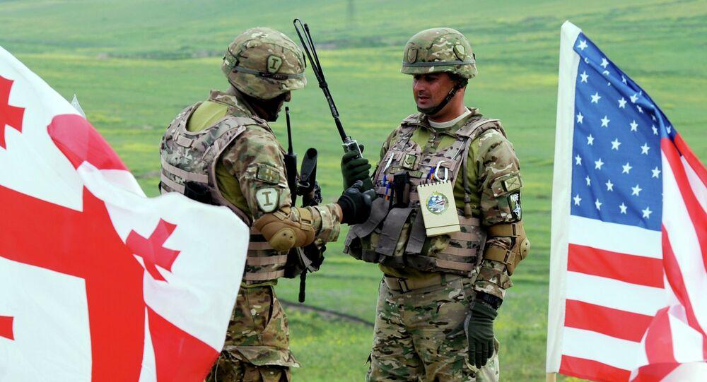 Soldats géorgien et américain. Photo d'illustration