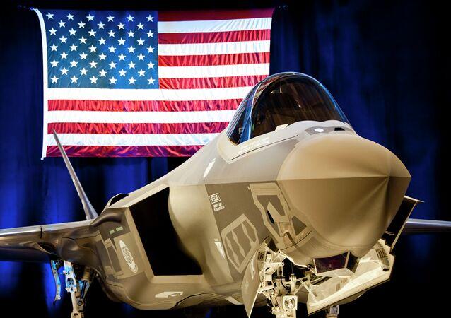Le chasseur-bombardier furtif américain F-35