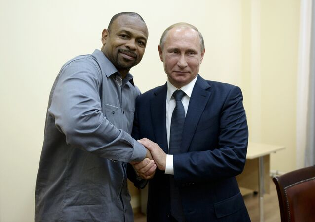 Roy Jones et Vladimir Poutine en Crimée