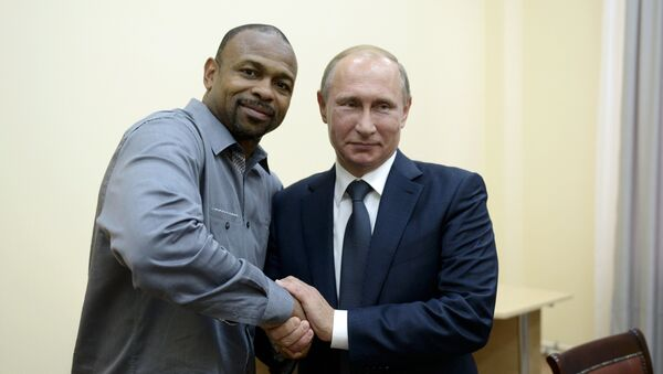 Roy Jones et Vladimir Poutine en Crimée - Sputnik France