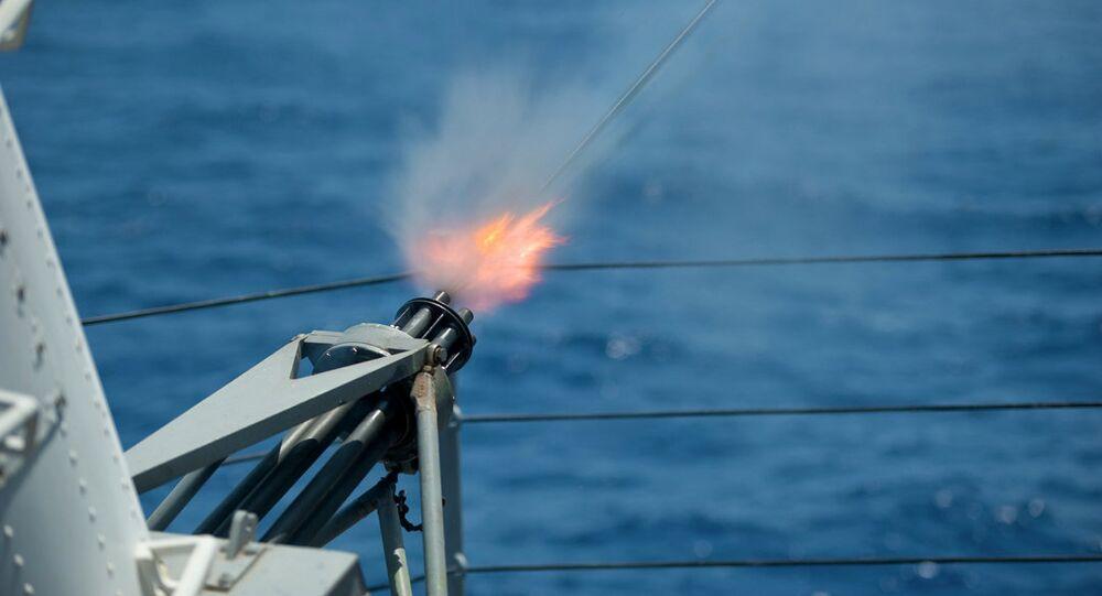 Tir du système Phalanx depuis l'USS Blue Ridge