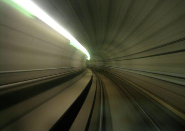 La Suisse achève l'équipement technique du plus long tunnel ferroviaire du monde.