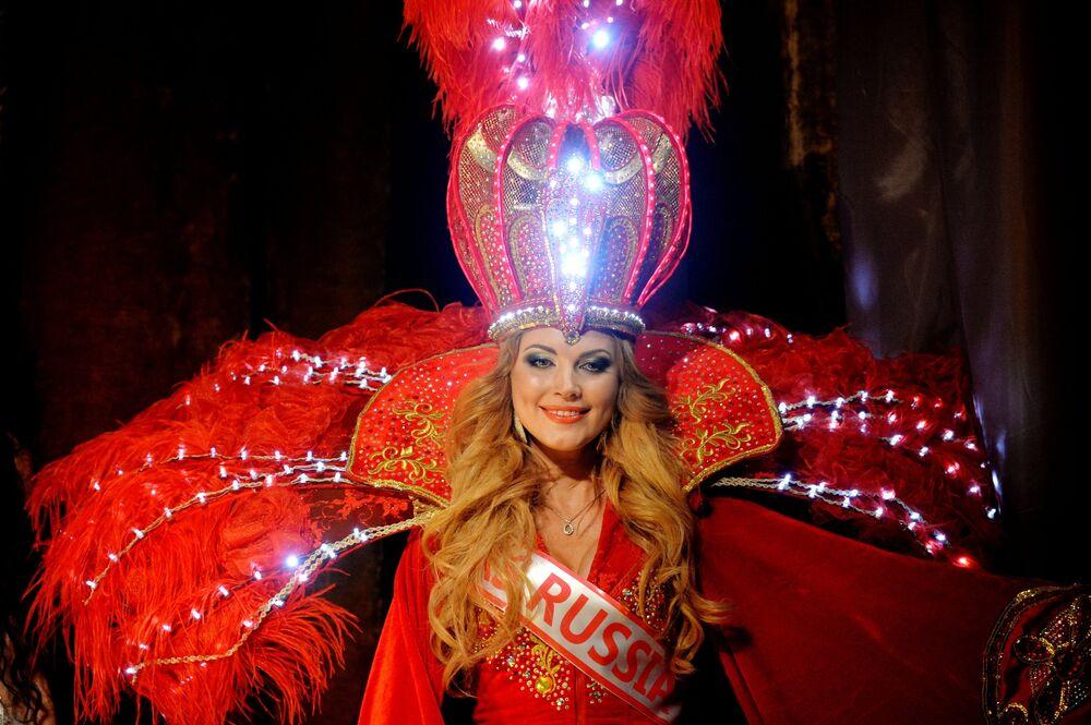 La candidate du concours Mrs. Universe-2015 représentant la Russie
