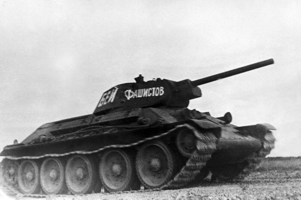 Le char soviétique T-34, qui a participé aux batailles de la Grande Guerre patriotique de 1941-1945