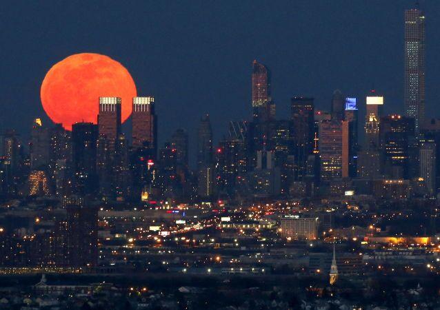 La Lune au-dessus de New York