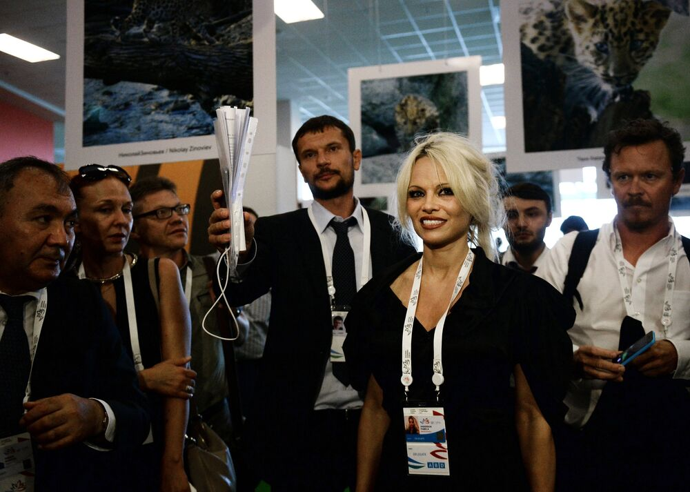 Pamela Anderson en Russie pour sauver l'environnement