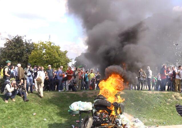 Les agriculteurs en colère débarquent à Paris
