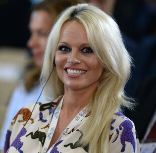 Pamela Anderson et Julien Assange en couple: c'est officiel?