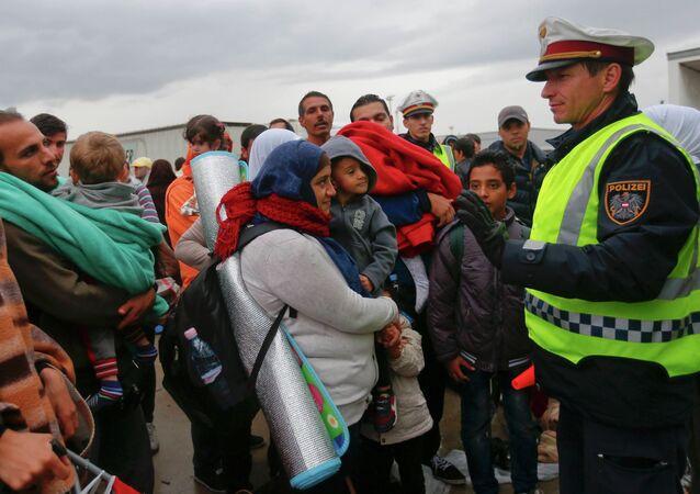 Des migrants à la frontière avec l'Allemagne