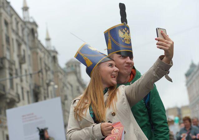 Le Jour de la ville fêté dans la rue Tverskaïa à Moscou