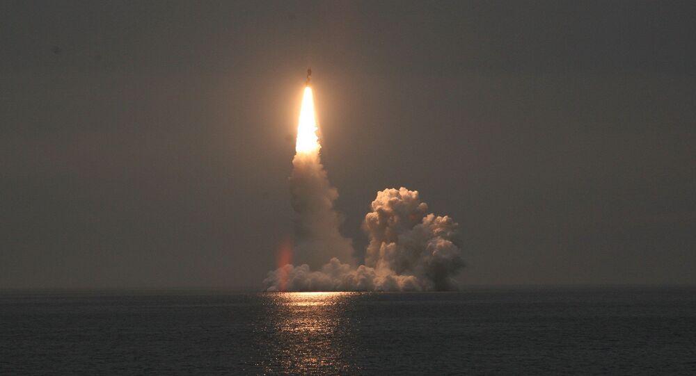 Le lancement d'essai d'un missile intercontinental Boulava