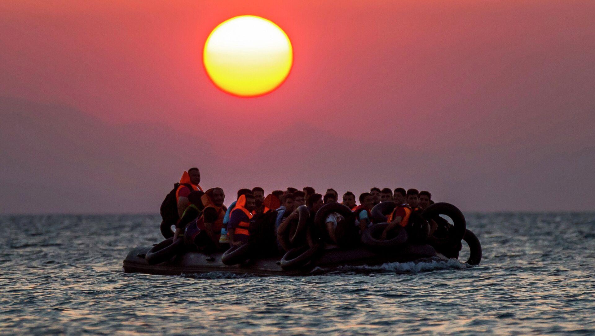 Une embarcation remplie de réfugiés  - Sputnik France, 1920, 23.07.2021